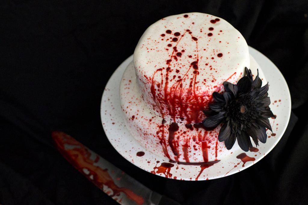 cake for a spooky wedding