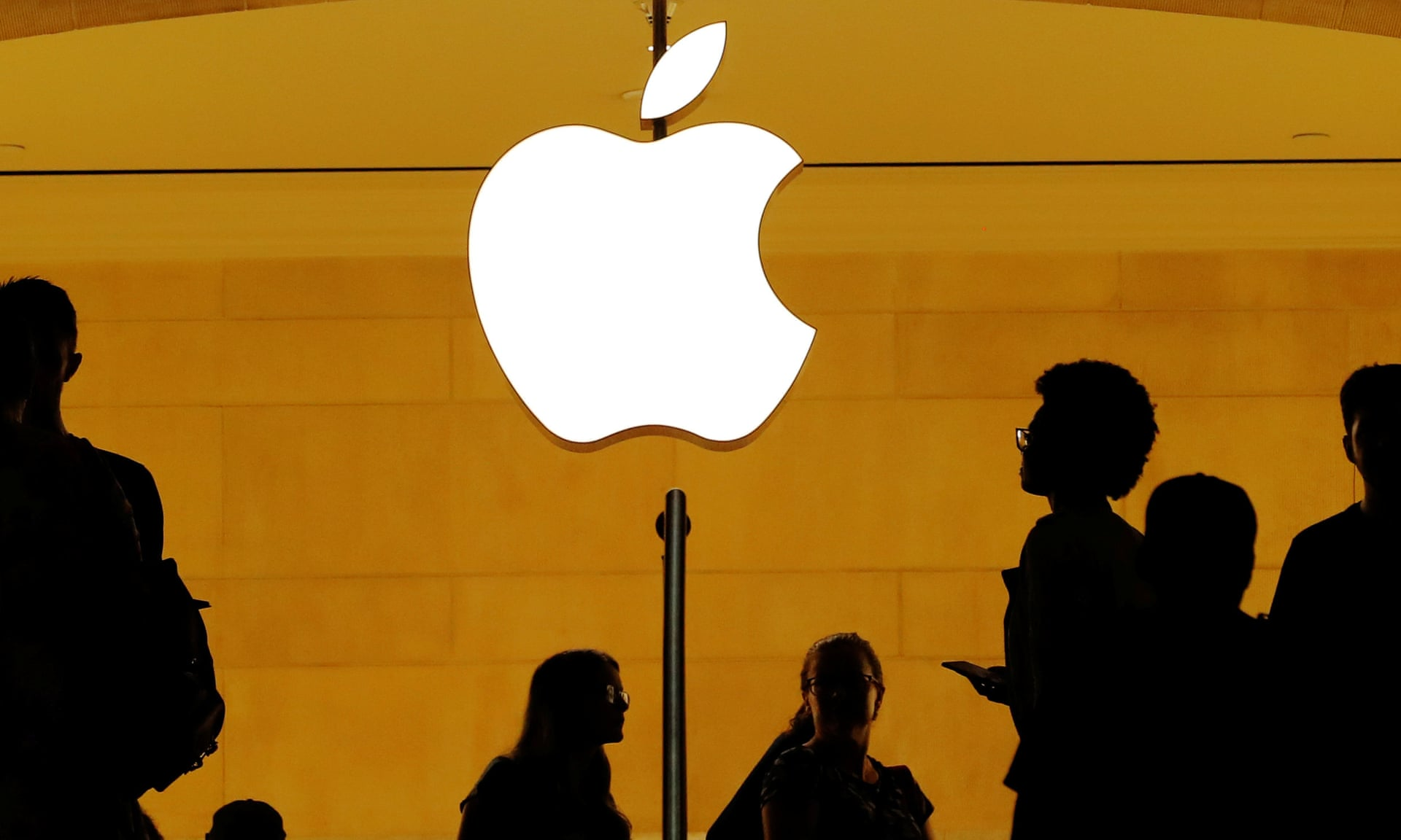 Best in Business: Apple Reaches a Market Capitalization of $1 Trillion