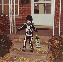 Skeleton trick or treater