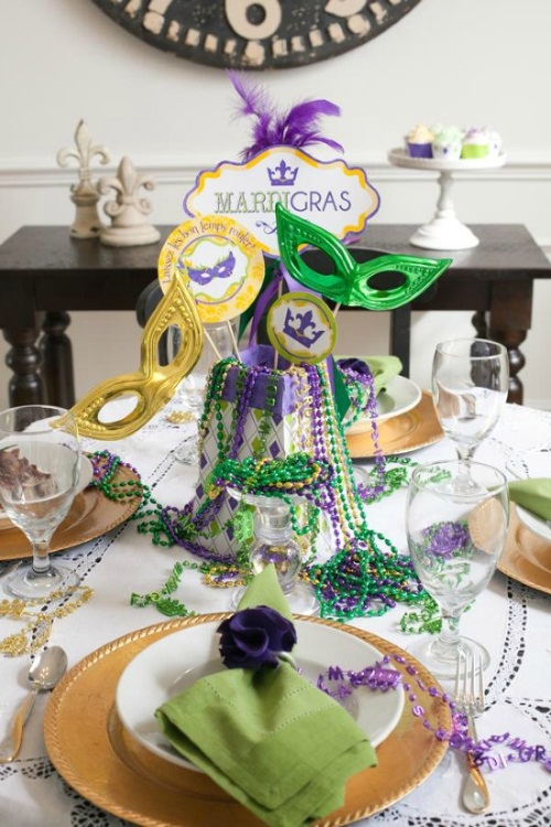 How to throw a mardi gras masquerade party halloween for Decoration carnaval