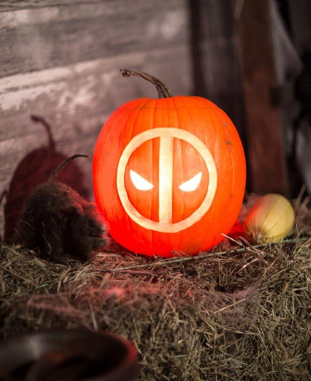 Deadpool logo pumpkin