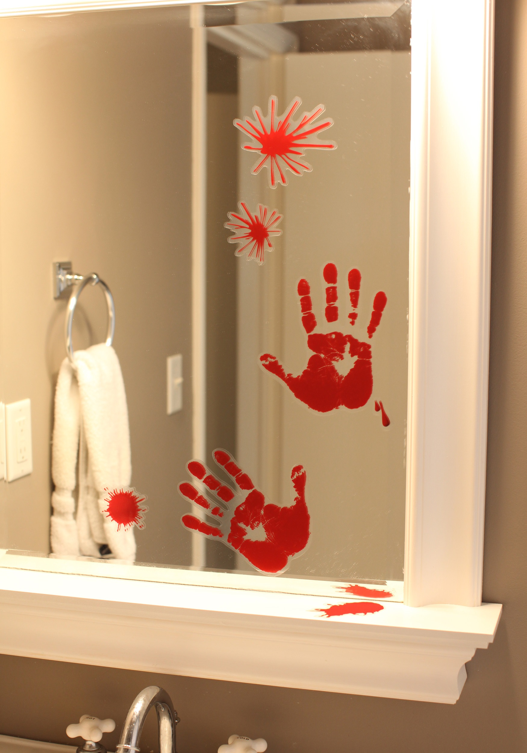 bloody handprint - Bloody Halloween Decorations