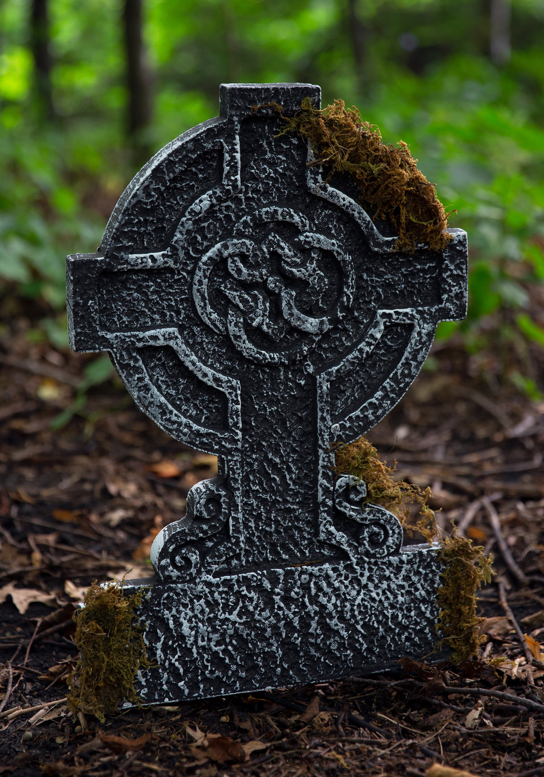 Mossy_Celtic_Cross_Tombstone