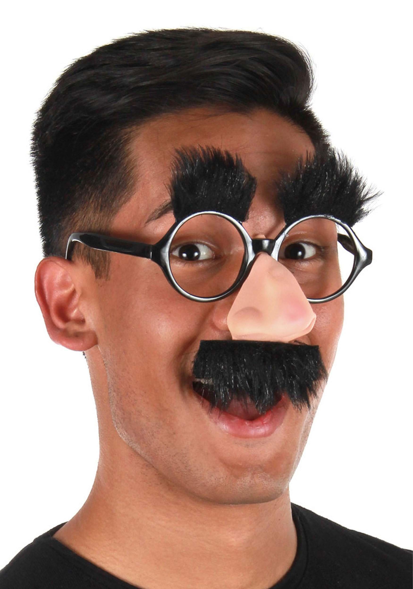 Фото в маске с усами