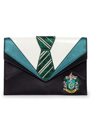 Celebrate your favorite Harry Potter house with this upscale Danielle Nicole Harry Potter Slytherin Clutch. #purse